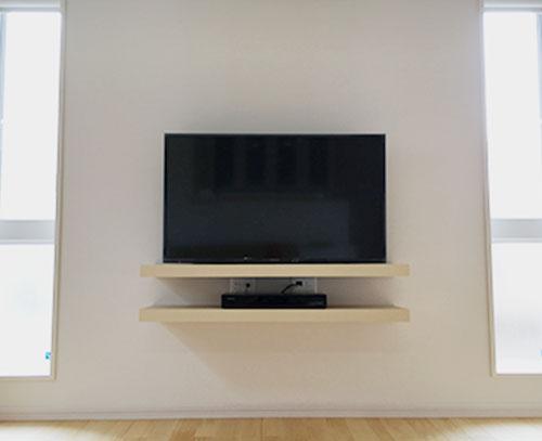 壁掛けテレビ+ボード