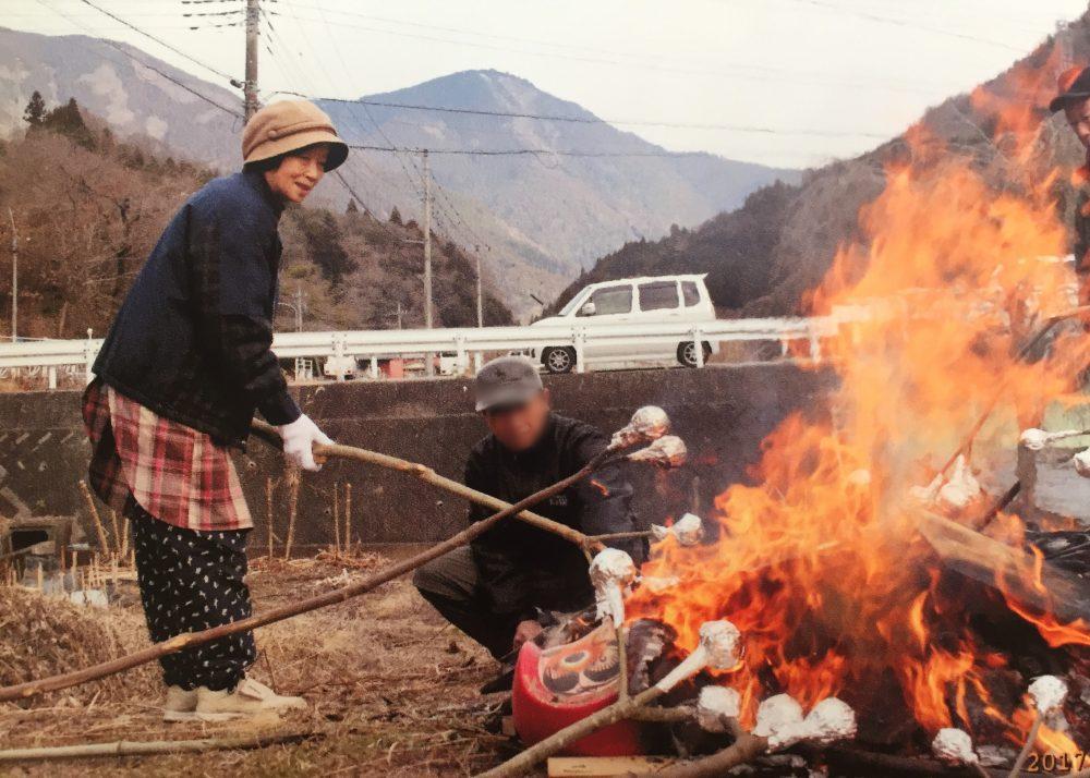 お正月の「どんと焼き」の様子と白菜と炭活用法