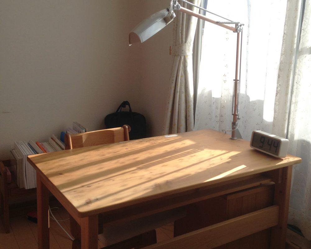 子供部屋の机は壁を背にする!勉強したくなる子供部屋のレイアウト