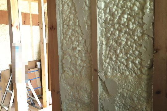 断熱材の施工をチェック ~施工ミスを防ぐ機材を持参する~