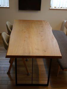 2枚接ぎの木のテーブル、お手入れしましょ
